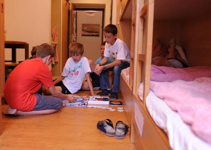 Vier bis Achtbettzimmer mit Stockbetten